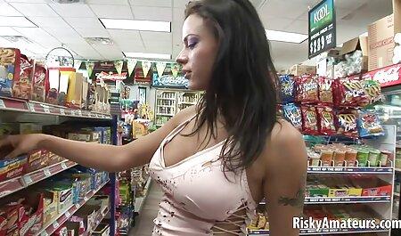 Cô gái cao tóc vàng với đồ vụng sex không che nhật về video