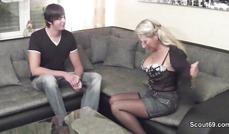 Dane Jones: phim dit nhau khong che nhat ban Nhỏ châu Á ăn mặc trên chiếc ghế